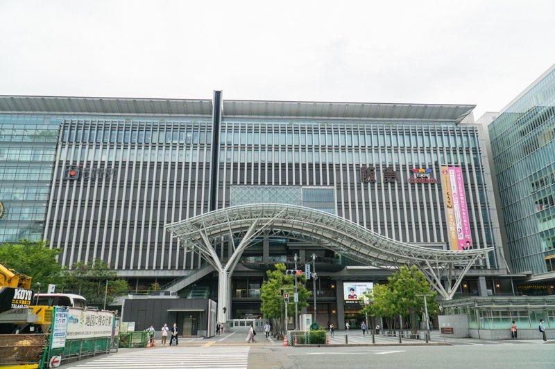 多くの路線が集まる「博多」駅