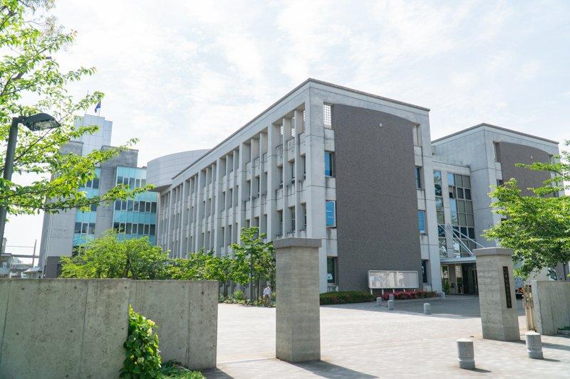 進学校として名高い「福岡県立修猷館高等学校」