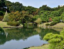 江戸を代表する大名庭園だった「六義園」