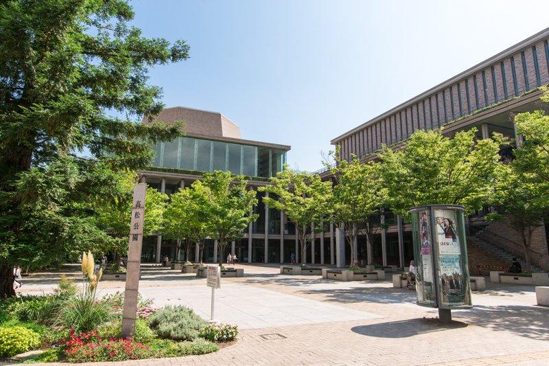芸術鑑賞を楽しめる「兵庫県立芸術文化センター」